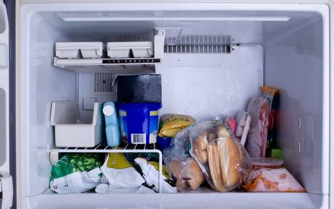 Cuidado ao descongelar os alimentos.