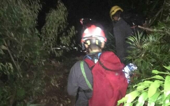 Bombeiros levaram cera de duas horas para socorrer jovens atingidos por raio em Ilhabela