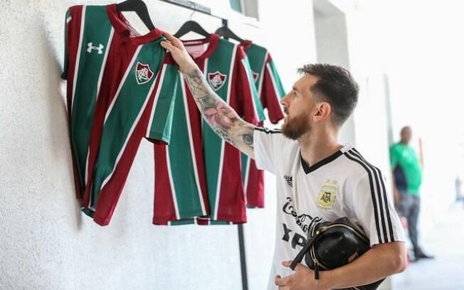 Messi ganhou uma camisa do Fluminense