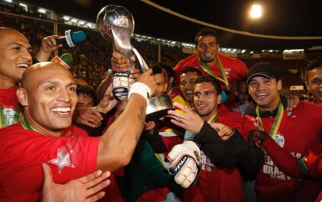 Troféu que a Portuguesa ganhou como campeã da Série B de 2011 foi penhorada