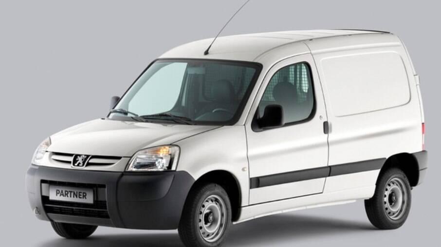 Peugeot Partner se destaca pelo ângulo de abertura das portas traseiras