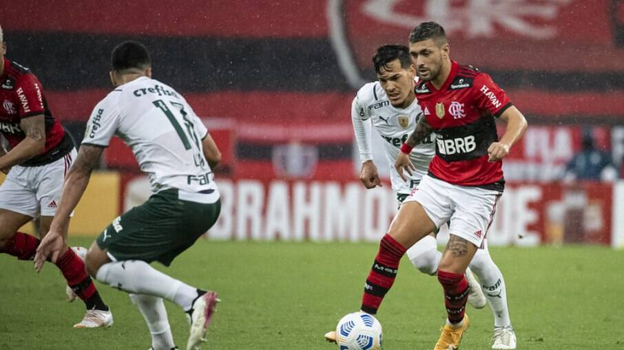 Flamengo visita o Palmeiras pelo Brasileirão