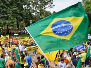Cidadades - Belo Horizonte -  Minas Gerais Manifestacao a favor do impeachment da presidente Dilma Rousseff e fora o partido PT , em Belo Horizonte na praca da Liberdade .  Foto: Uarlen Valerio / O Tempo 15-03-2015
