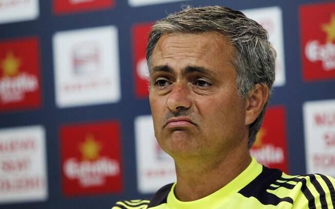 Cara de poucos amigos de José Mourinho,  técnico do Real Madrid, em entrevista coletiva  nesta quarta-feira