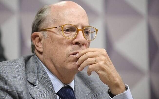 Miguel Reale Jr. disse que conduta de Bolsonaro é uma ofensa à dignidade humana