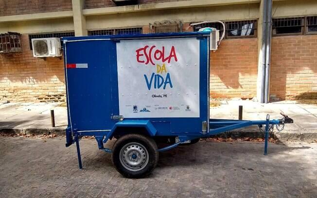 O carrinho leva a sala de aula para oito lugares diferentes de Olinda
