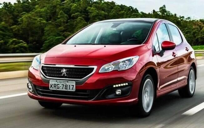 Em segmento com vendas em baixa e de pouco volume, o Peugeot 308 segue a correnteza e perde expressão em vendas