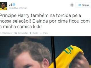 Príncipe Harry acompanhou Brasil x Camarões, na última segunda, e recebeu uniforme de Jô de presente
