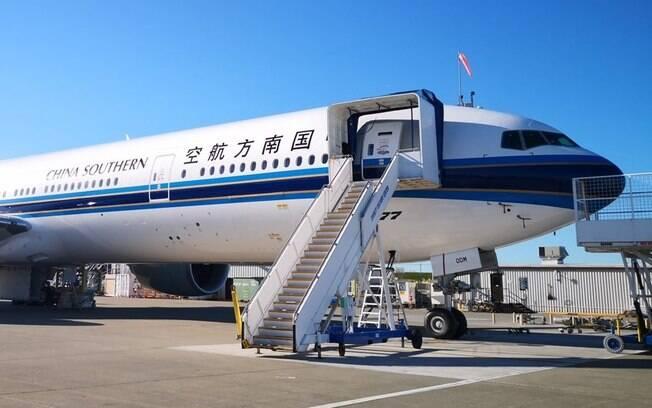 Cerca de 70 passageiros se recusaram a embarcar no mesmo voo que 16 pessoas vindas da cidade de Wuhan.