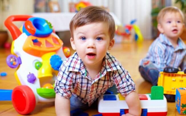Pais também podem criar em casa um ambiente adequado para o desenvolvimento infantil