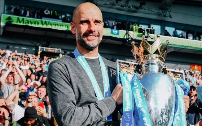 Pep Guardiola conquistou a triplice coroa inglesa  (Premier League, Copa da Liga Inglesa, Copa da Inglaterra) com o City