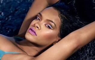 """Sem """"cuspir"""" um álbum pela 1ª vez, Rihanna curte fase apaixonada e quer ser mãe"""