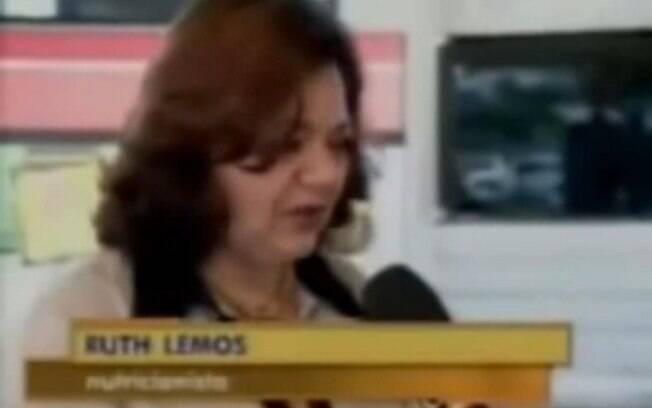 A repórter Bianka Carvalho, que em 2006 trabalhava no 'Bom Dia Pernambuco' passar por uma saia justa por causa do ponto eletrônico usado pela entrevistada