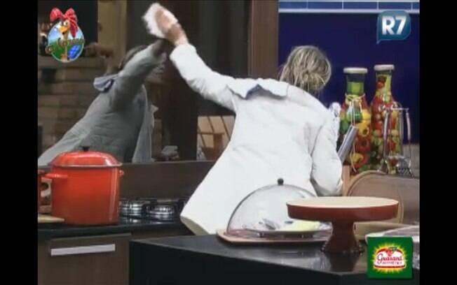 A atriz limapava os vidros da cozinha quando foi avisada