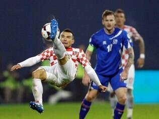 Iceland's Aron Gunnarsson, right, is challenged by Croatia's Danijel Pranjic during their World Cup qualifying playoff second leg soccer match in Zagreb, Croatia, Tuesday, Nov. 19, 2013. (AP Photo/Darko Bandic)