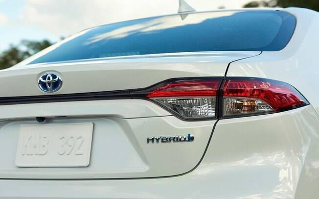 Toyota Corolla híbrido vem com motor 1.8 a combustão, de ciclo Atkinson, que funciona com outro elétrico