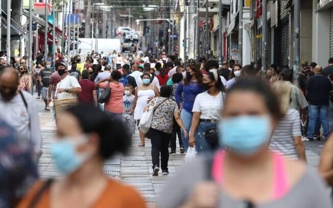 Comércio de Campinas tem movimento intenso em 1º dia útil da reabertura