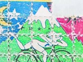 """A marca mais famosa nos selos de drogas sintéticas é o da """"bike"""", em alusão ao criador do LSD, o cientista suíço Albert Hofmann. Conta a história que, ao ingerir a molécula acidentalmente, em 1943, ele saiu de bicicleta pelas ruas tendo alucinações."""