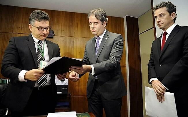 Secretário-geral da Mesa da Câmara, Wagner Soares Padilha recebe do servidor do STF denúncia contra Michel Temer