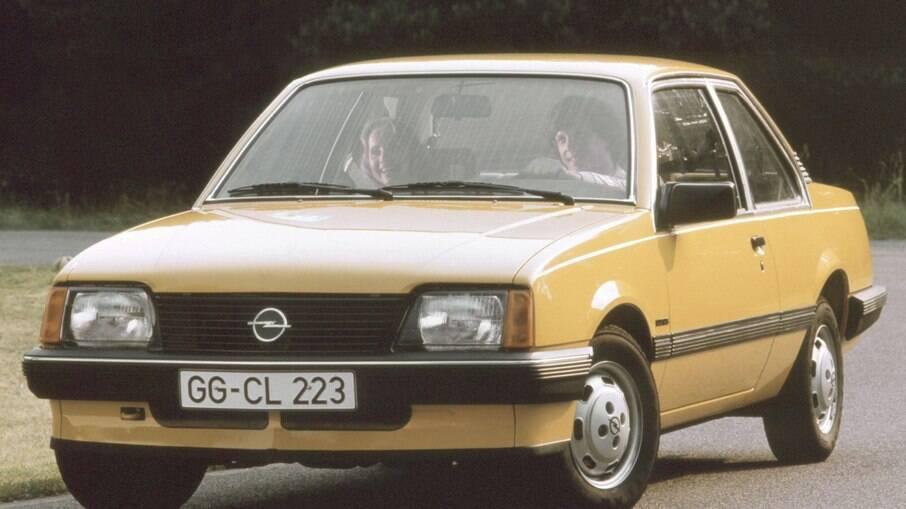 Opel Ascona C, produzido entre 1981 e 1988 serviu de base para o nosso Monza.
