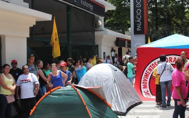 Ato da União dos Movimentos por Moradia em frente ao Palácio dos Bandeirantes, nesta quarta