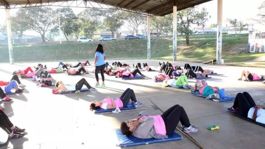 Campinas retoma aulas e cursos em praças de esporte.