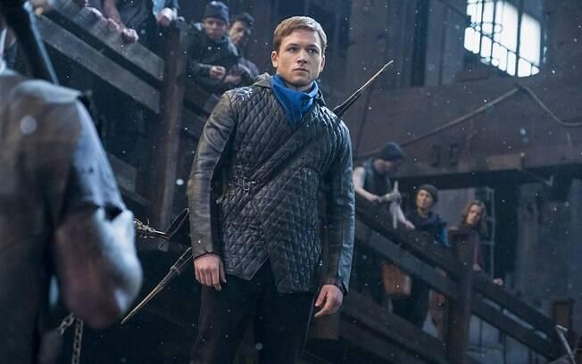 Taaron Egerton em cena de Robin Hood: excelente escolha para o papel