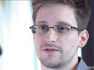 Edward Snowden, que revelou esquema de vigilância, está em aeroporto russo desde junho