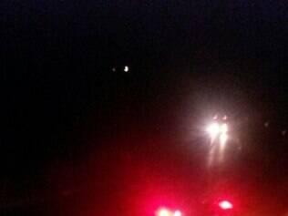 Cabine do caminhão foi arrancada e estava à beira da pista de rolamento.