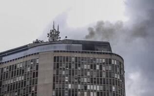 Princípio de incêndio atinge restaurante no Edifício Itália em São Paulo