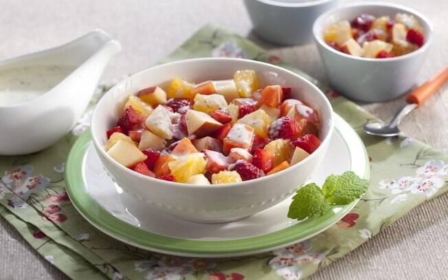 Um jeito leve e delicioso de começar o dia das mães é com uma boa salada de frutas