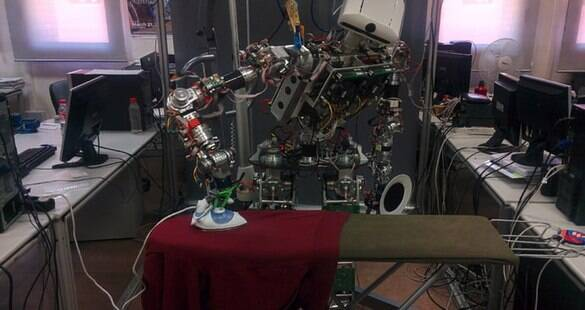 Conheça TEO, o robô criado para que você deixe de passar suas roupas