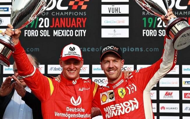 Mick Schumacher e Sebastian Vettel comemoram o resultado na Race of Champions