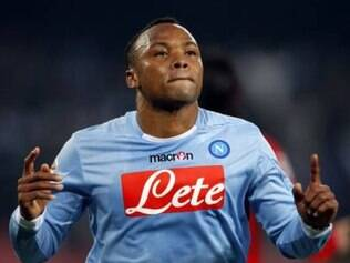 Zagueiro colombiano é defensor do Napoli, clube que fez questão de ressaltar apoio ao atleta