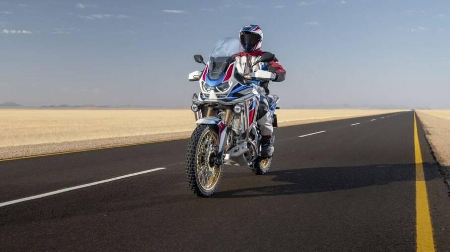 Honda linha Africa Twin 2021 passa a ter motor mais potente entre as novidades que deixaram a moto mais atraente