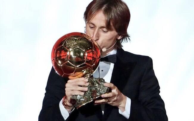 Modric conquistou a primeira Bola de Ouro de sua carreira