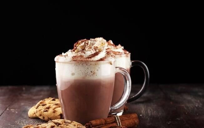 Chocolate quente pode ser incrementado com creme de leite, chantily e mais. Veja dicas para preparar a bebida