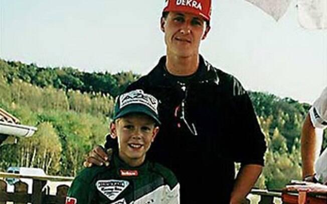 Fã declarado de Michael Schumacher, Vettel tirou foto com o ídolo quando ainda era uma criança. Foto: Reprodução