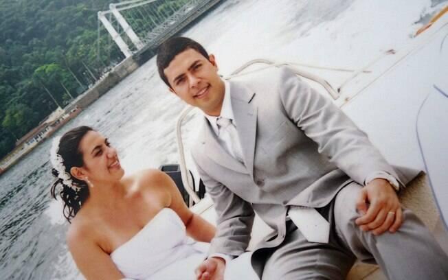 Flavia chegou ao casamento de barco: dia lindo e mar tranquilo ajudaram os noivos