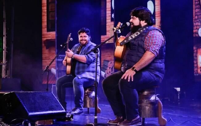 A dupla de sertanejo César Menotti e Fabiano durante show em Minas Gerais