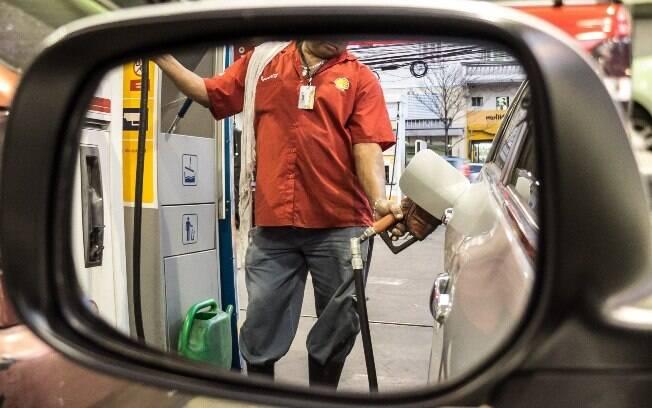 Do preço da gasolina, 27% correspondem aos valores praticados nas refinarias e outros 46% aos impostos incidentes