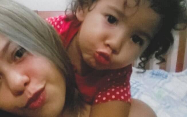 Camila afirma que não mima a filha e só fez o macarrão colorido porque a garotinha, que estava de castigo, obedeceu