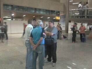 Supervisor de futebol da Raposa, Benecy Queiroz recepcionou delegação do Cerro Porteño no aeroporto de Confins