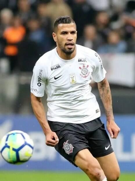 Atacante Jonathas pelo Corinthians