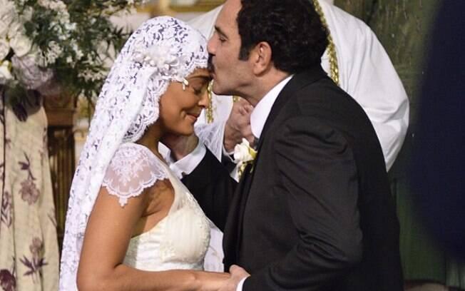 Nacib dá um beijo na testa de Gabriela, em sinal de respeito