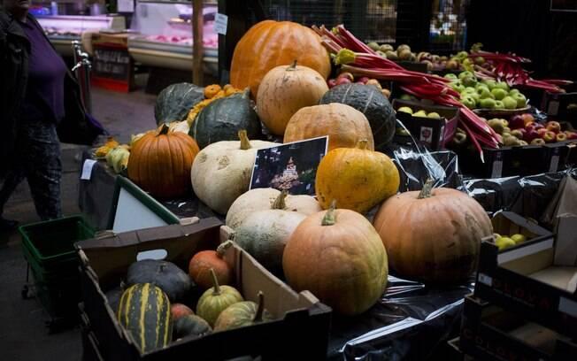 Abóboras são colocadas à venda no Mercado Borough, ao sul de Londres, Reino Unido