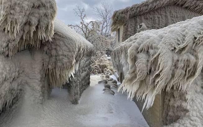 Casas ficaram congeladas após ventania nos Estados Unidos
