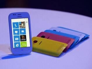 Apesar de investimentos em novas linhas de celulares, Nokia perde mercado para Samsung e Apple
