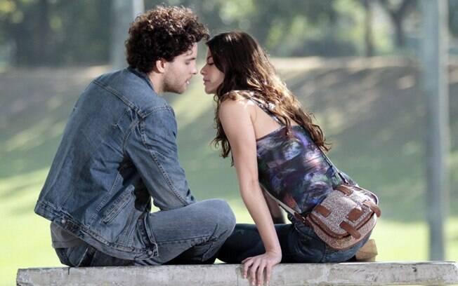 Márcio (Thiago Fragoso) e Lili (Alinne Moraes) em