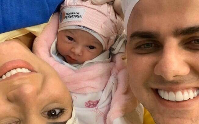 Zé Neto, dupla de Cristiano, apresenta a filha